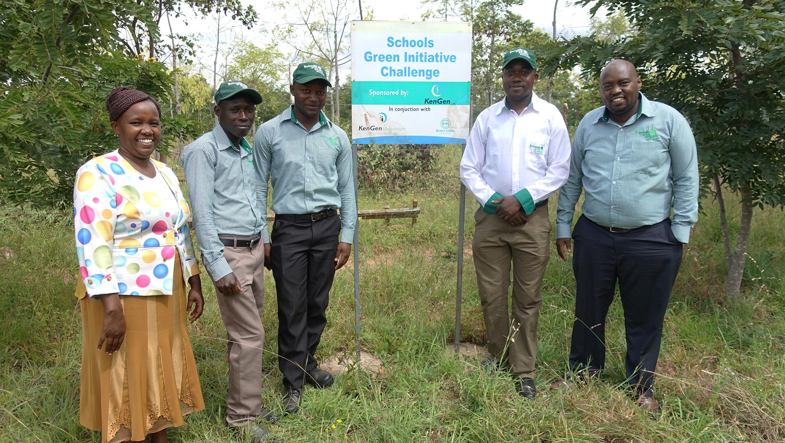 Escuelas que se dedican a la plantación de árboles
